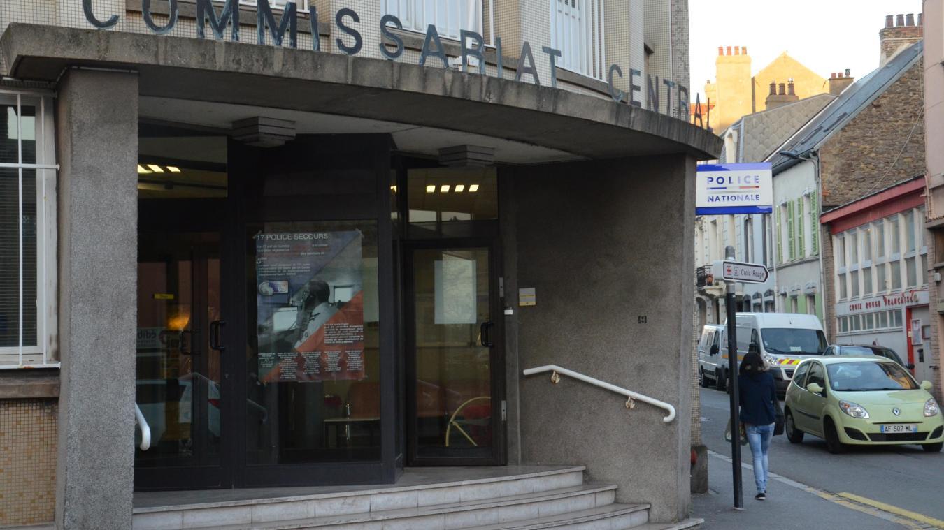 Le commissariat de Boulogne-sur-Mer ne pourra pas recevoir le public dimanche 6 octobre, étant dans le périmètre de confinement. Une antenne pourra recevoir le public extérieur au confinement à Beaurepaire, en haut de la rue du Chemin-Vert.