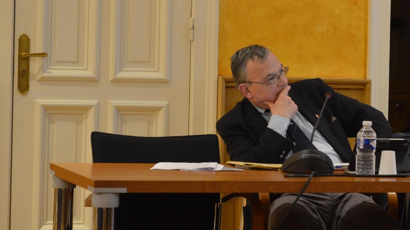 Didier Lejeune accueille Sébastien Chenu, porte-parole du Rassemblement national, à Nieppe.