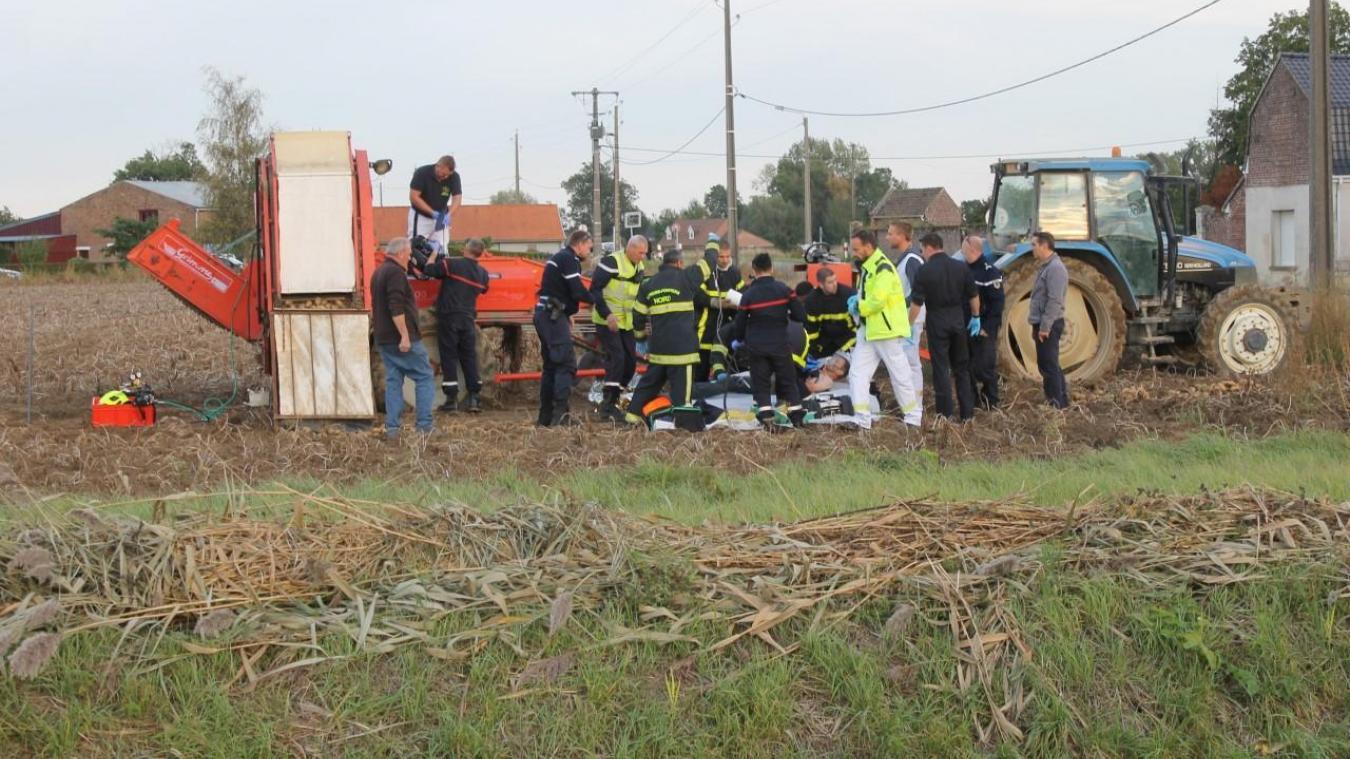 Les premiers soins ont été effectués directement dans le champ par les pompiers et le Samu.