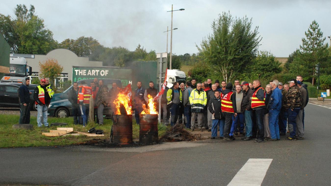 Pendant une heure, les salariés d'Hardi-Evrard sont restés devant l'usine pour exprimer leur mécontentement.