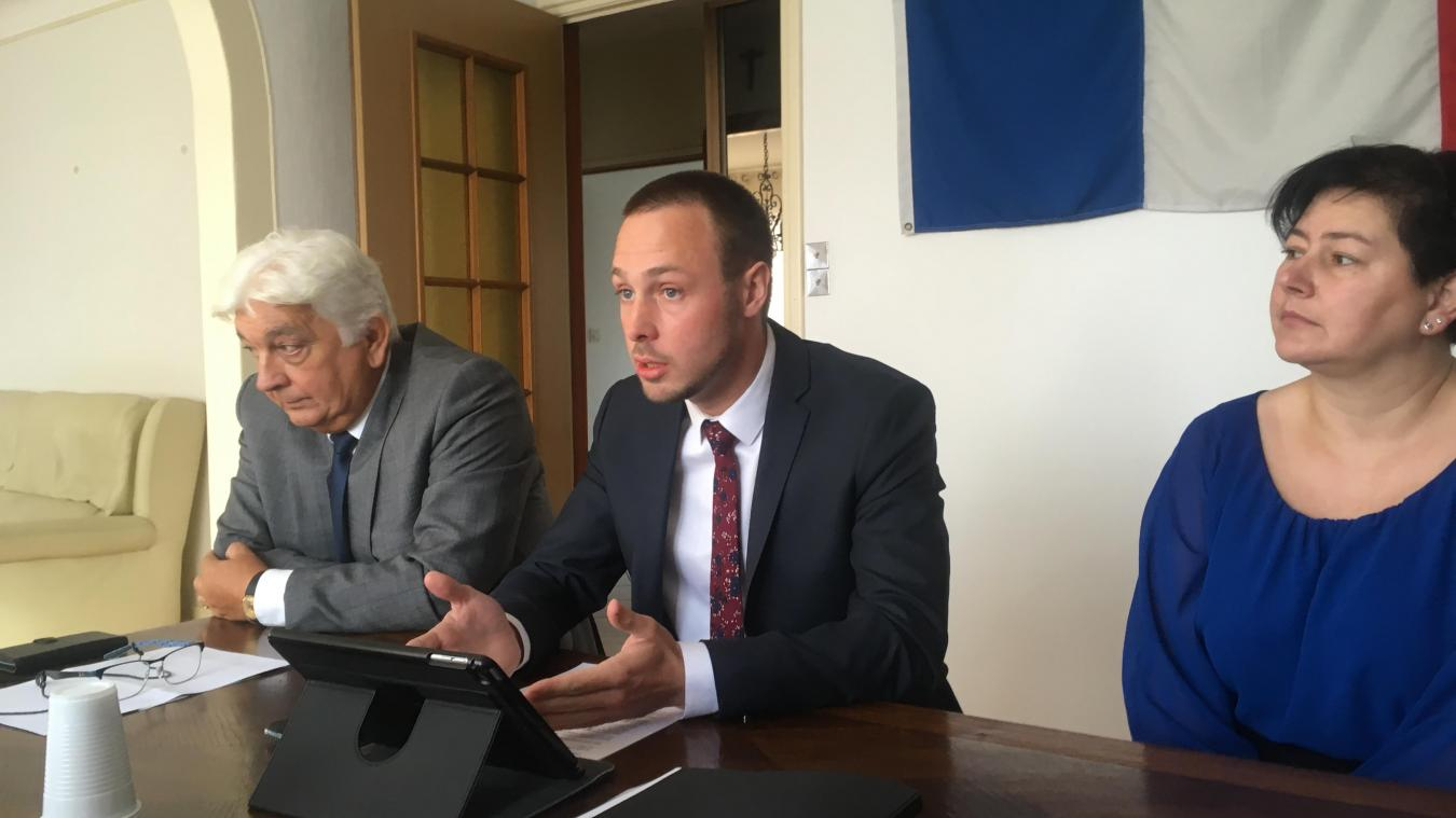 Adrien Nave, entouré de deux autres membres du conseil municipal, estime sa notoriété « installée ».
