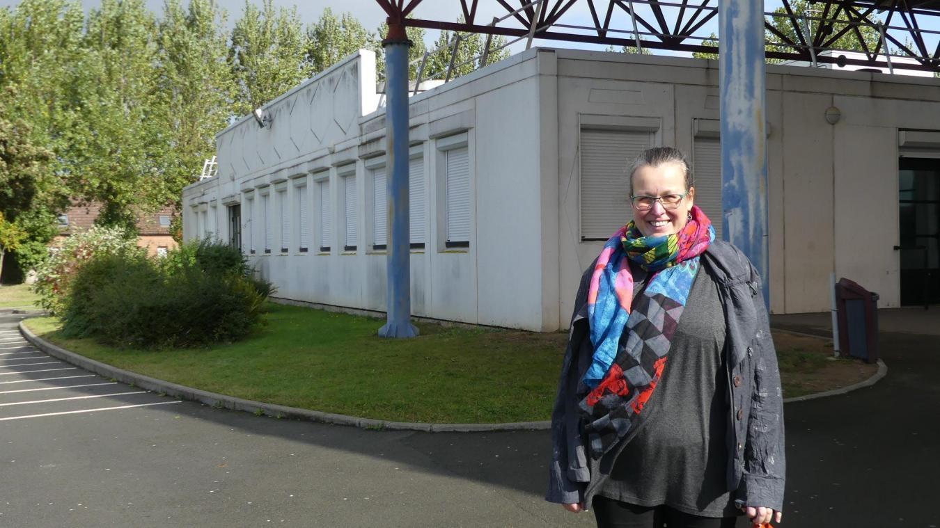 Hélène Layec-Durant témoigne de l'engagement des élèves du lycée Flora-Tristan pour les questions écologiques. Ces derniers auraient proposé de créer un potager sur l'un des espaces verts du lycée.