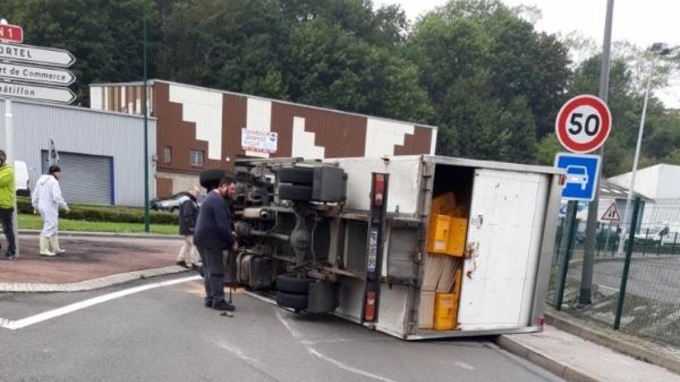 Boulogne-sur-Mer : un camion s'est retourné au rond-point de Capécure