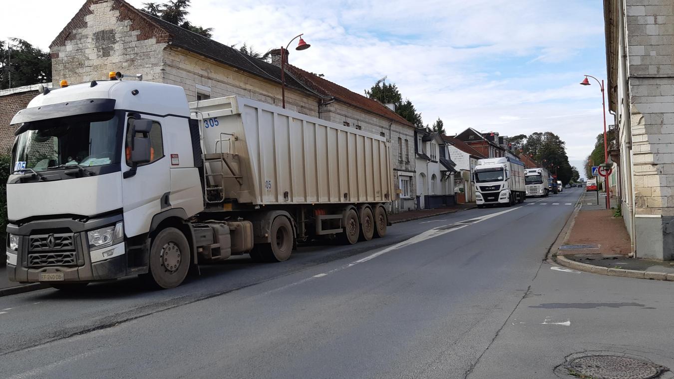 Les camions filent tout droit vers Arras pour emprunter la nouvelle rocade.