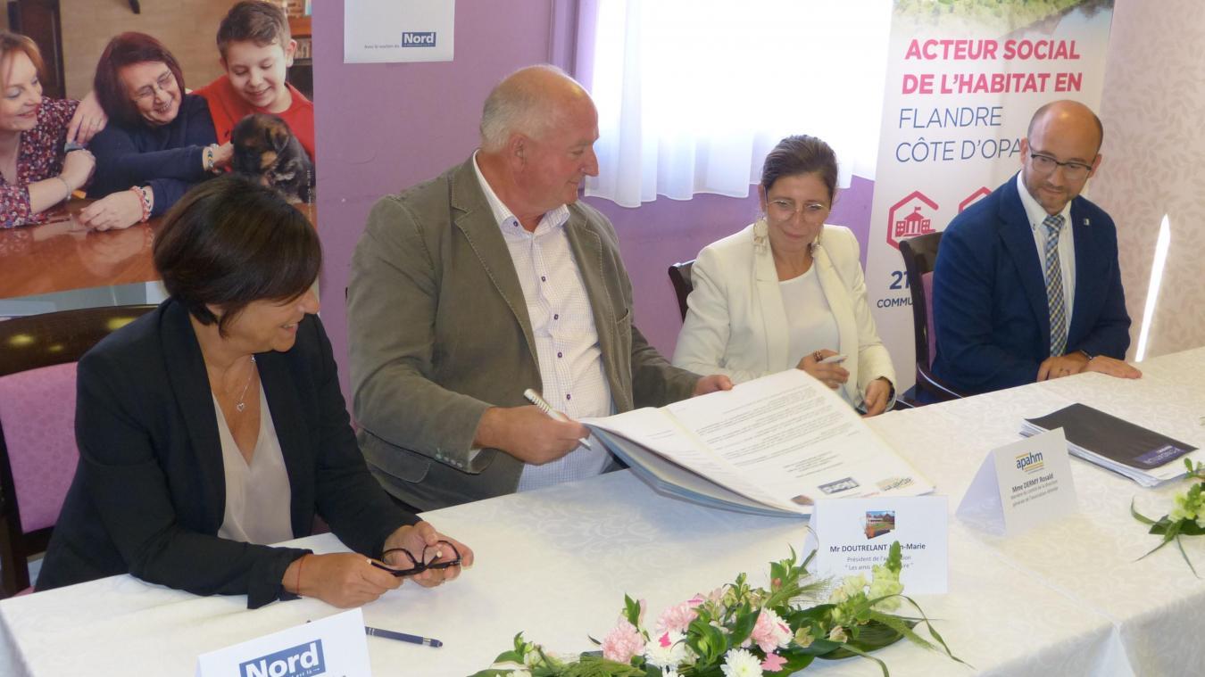 Réservation de logements, accompagnement, services et activités sont mentionnés dans la convention.