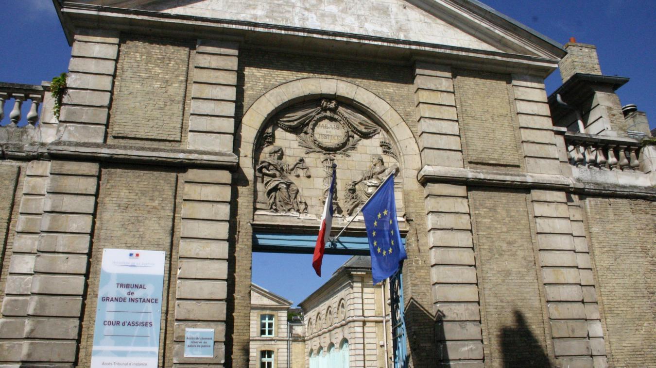 À la barre du tribunal de Saint-Omer, l'exhibitionniste est en situation de récidive.