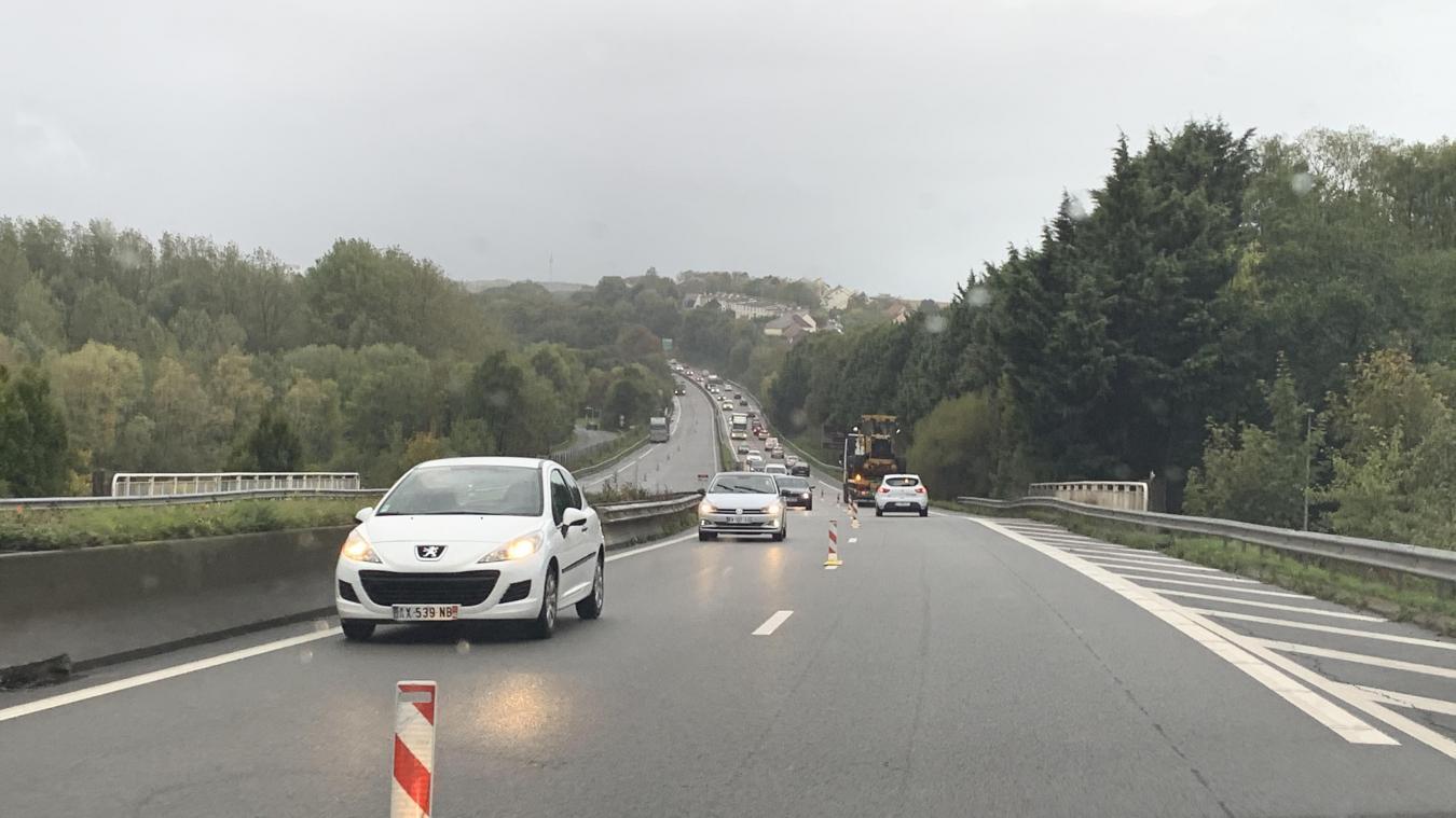 En arrivant vers Saint-Martin-Boulogne, la circulation est basculée sur la voie rapide dans le sens Calais - Boulogne-sur-Mer.