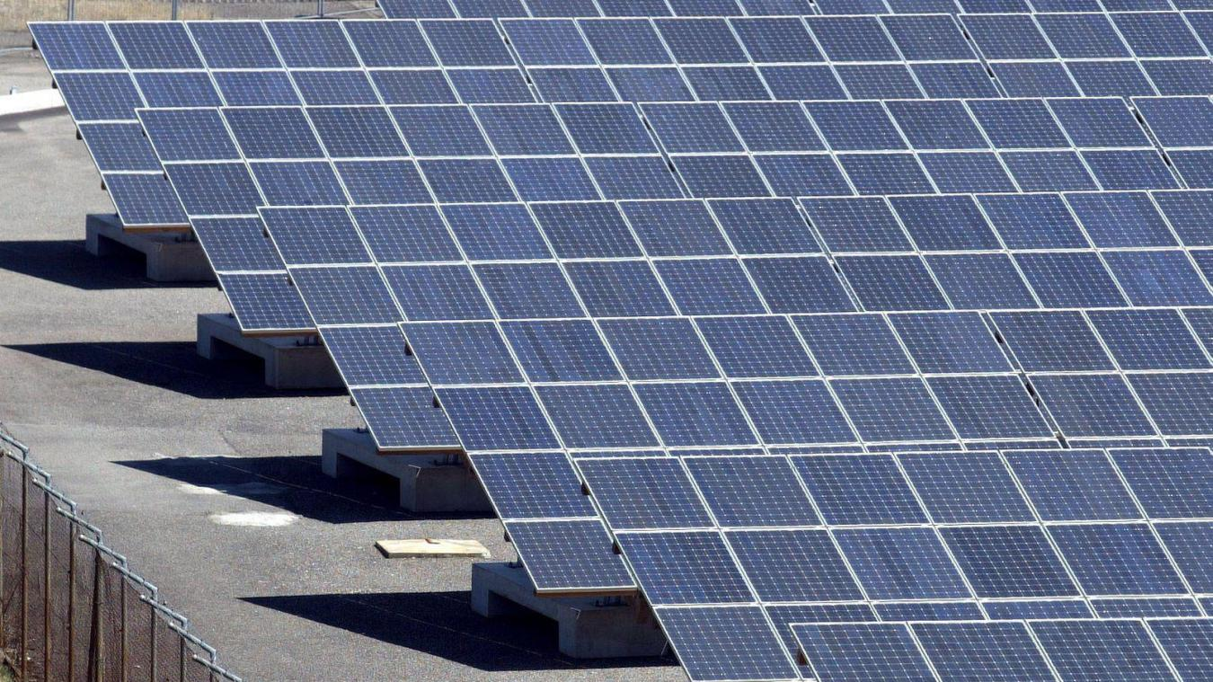 Les panneaux solaires couvriront une superficie de 15 000 m 2 , l'équivalent de deux terrains de foot.