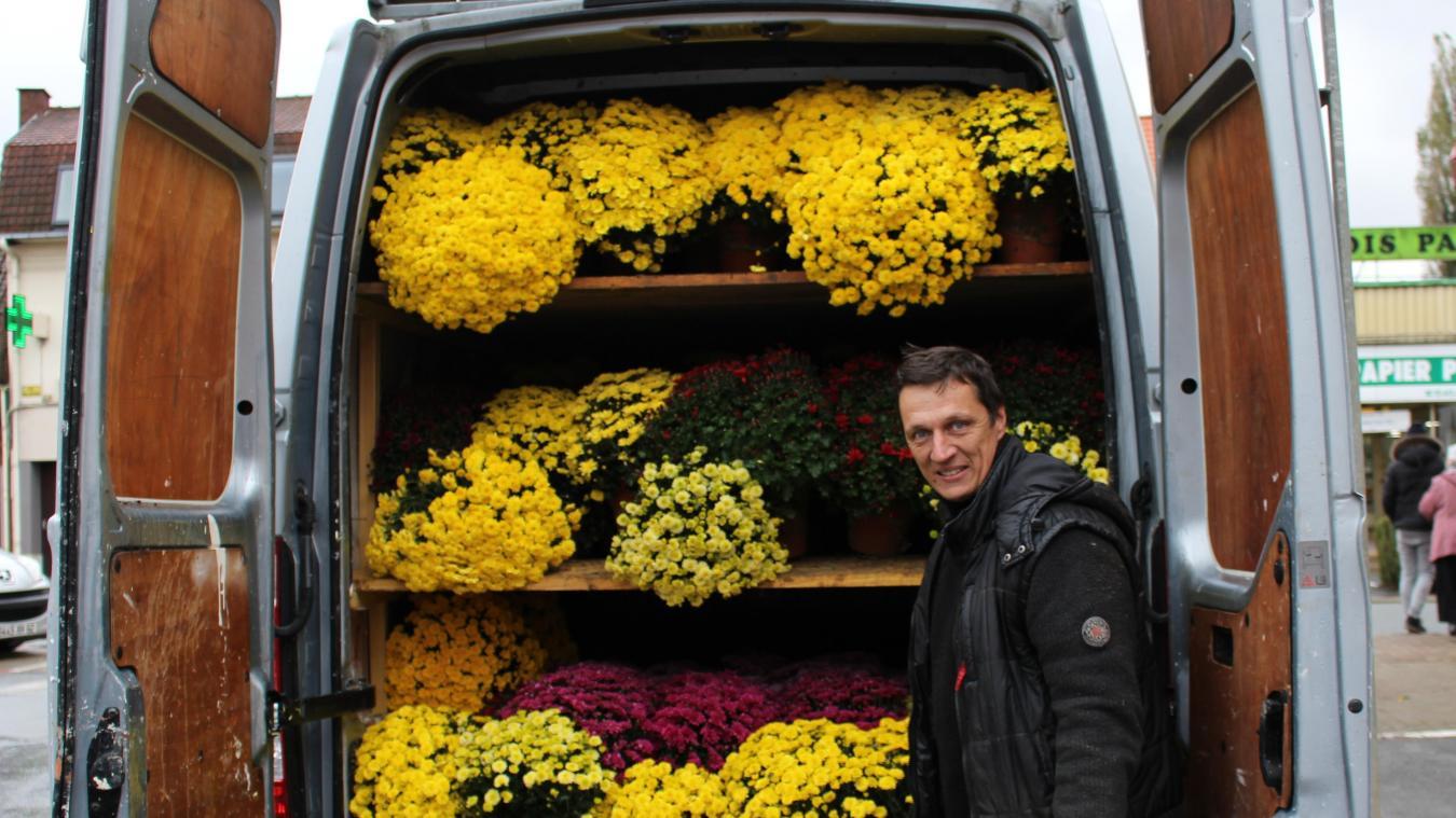 Un transport de chrysanthèmes vers le cimetière (Photo illustration).