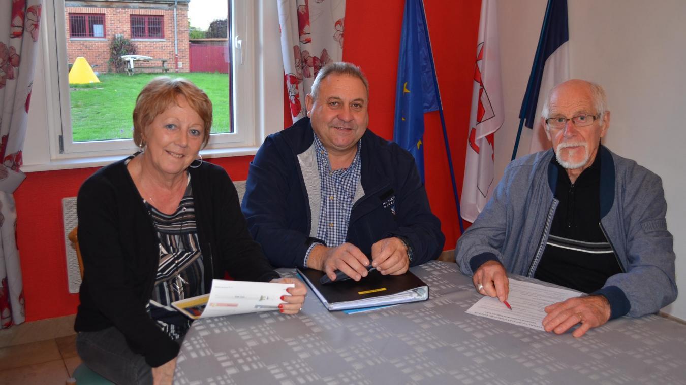 Philippe Cauwet, entouré de ses adjoints Marie-Léa Miennée et Bernard Jouniaux, ne sait toujours pas s'il se représentera l'année prochaine.