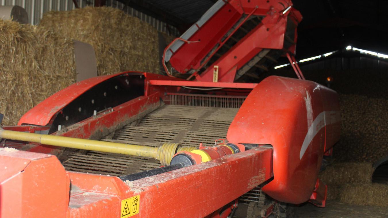 La bombe est passée dans une machine agricole.