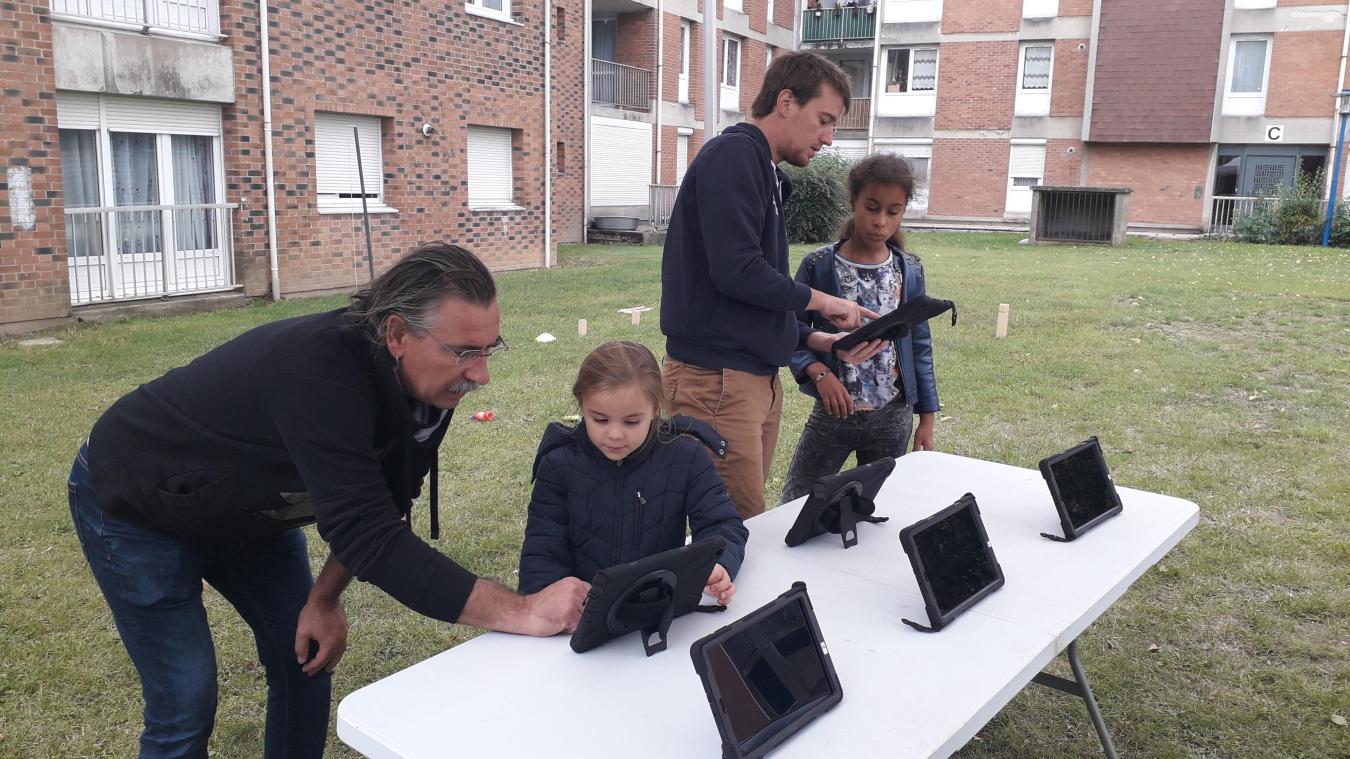 Six à huit tablettes sont mises à disposition des jeunes, de 11 à 16 ans.
