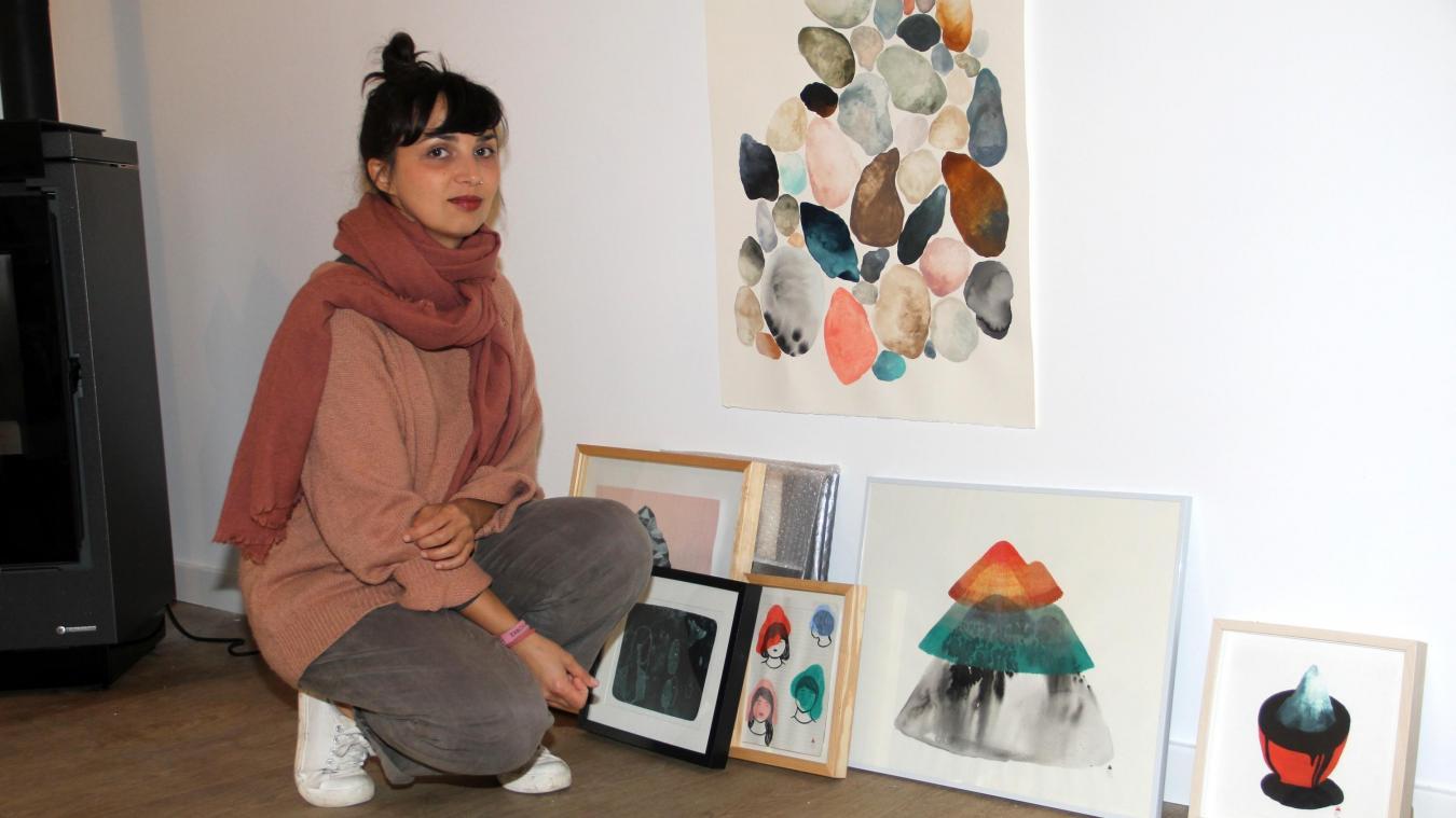 Waii Waii travaille chez elle, à Cassel, et ses œuvres s'inspirent notamment du ciel flamand.