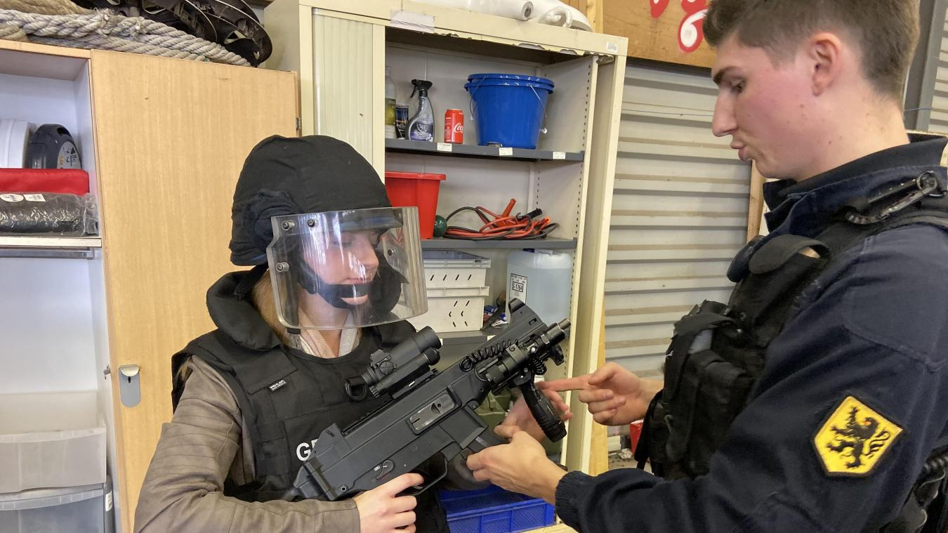 Les gendarmes d'Hazebrouck n'hésitaient pas à m'expliquer le fonctionnement de leur matériel.
