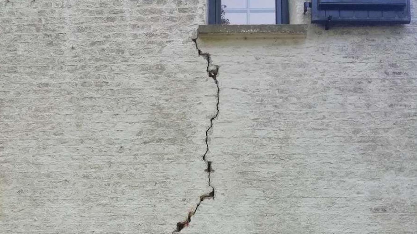 Fissures, dalles qui s'enfoncent, portes qui ne ferment plus, les dégâts liés à la sécheresse en Flandre sont multiples.