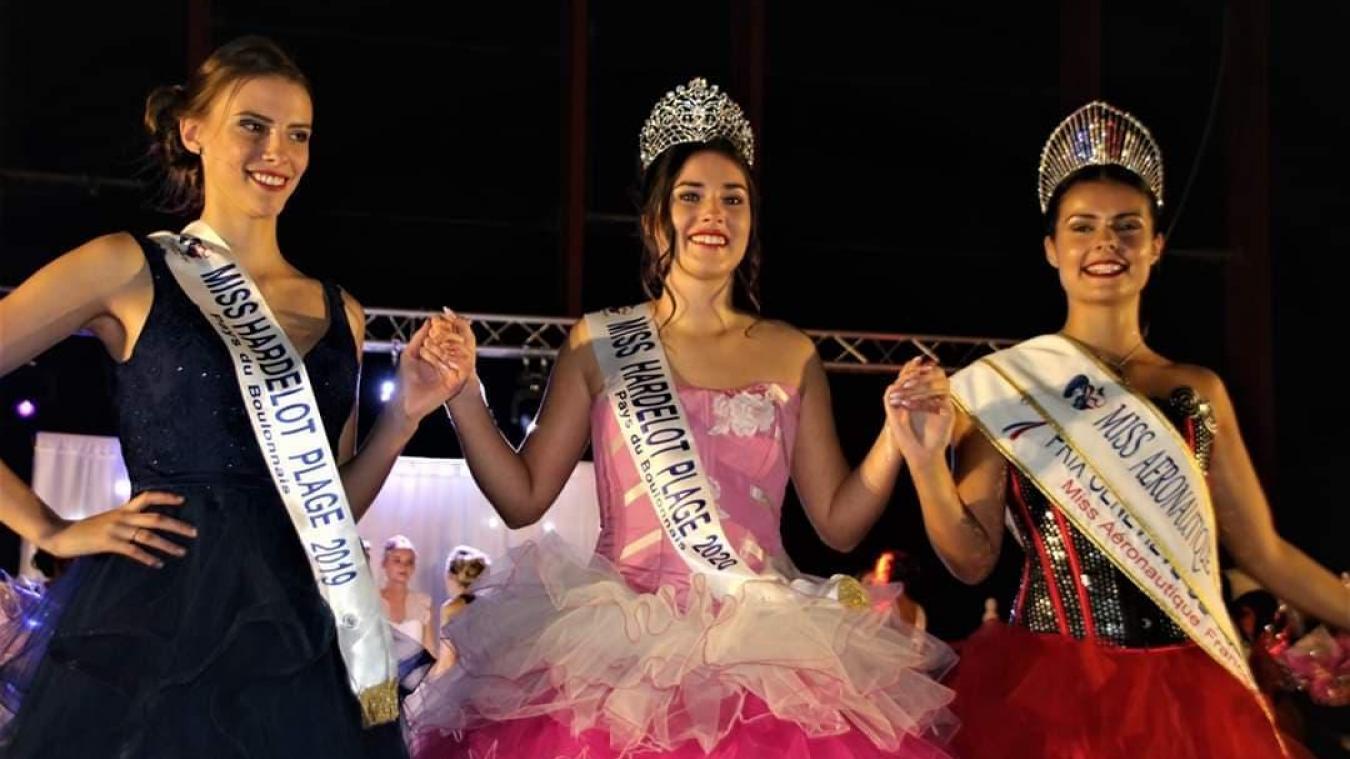 Léa Cordonnier, Miss Hardelot Plage – Pays du Boulonnais 2020, entourée de sa prédécesseure et de Miss Aéronautique 2019, Tessie Vankelst.