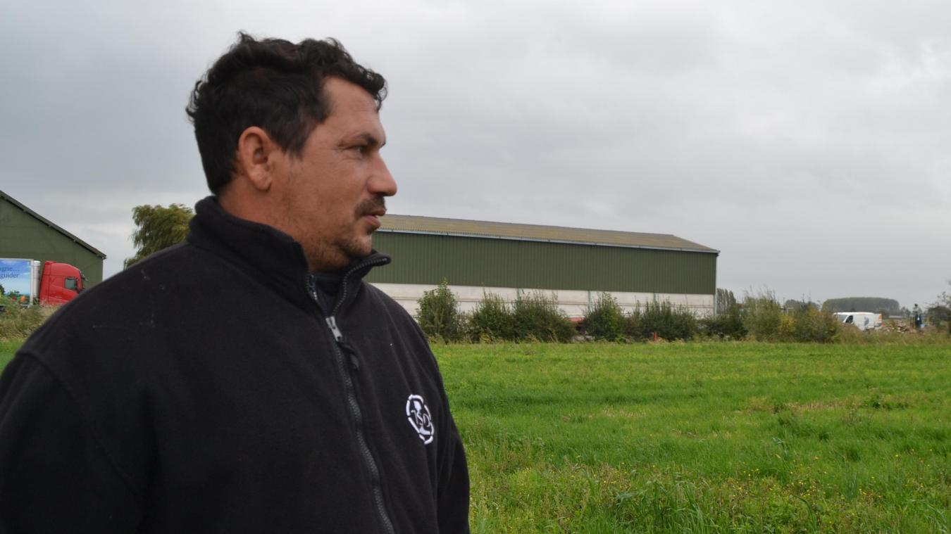 C'est sur le site proche du hangar agricole que l'antenne devrait être implantée. Cédric Baudouin est formellement opposé à ce projet.