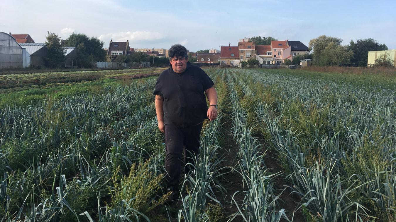 François Blanchon cultive ses poireaux à quelques mètres des habitations. La distance sera-t-elle suffisante demain ?