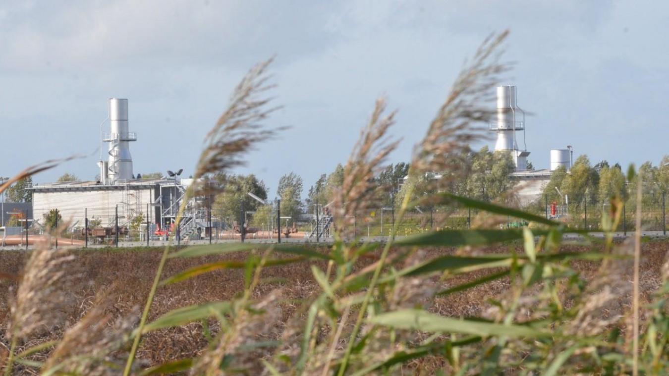 Les deux nouvelles cheminées de GRT gaz, installées l'été dernier dans le cadre d'une mise aux normes, amènent un sérieux contraste dans le paysage agricole de Pitgam.