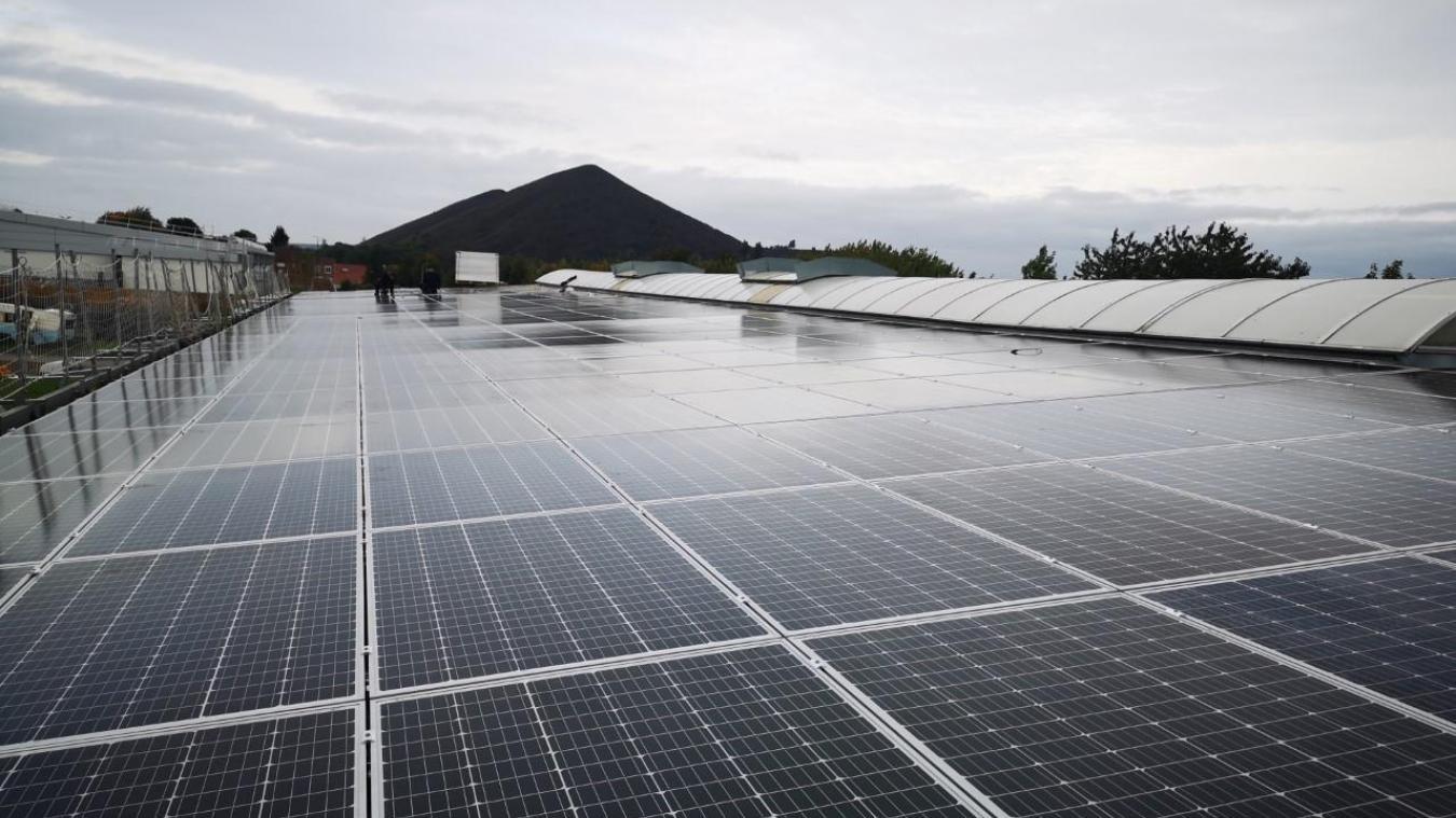 Loos-en-Gohelle: les premiers panneaux solaires sont posés