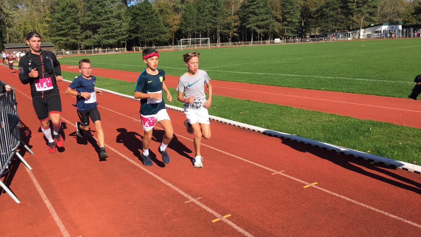 Les jeunes collégiens ont couru sous un beau soleil.