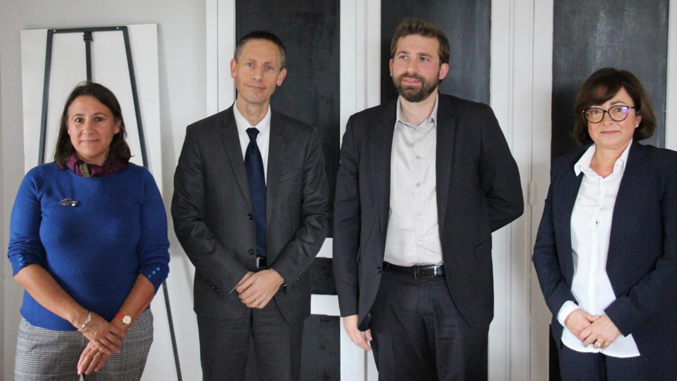 De gauche à droite : Carole Heux (représentante du personnel), Marc Démolliens (maire de Desvres), Fabien Péron (directeur) et Marie-Hélène Guerillon (présidente du conseil d'administration).