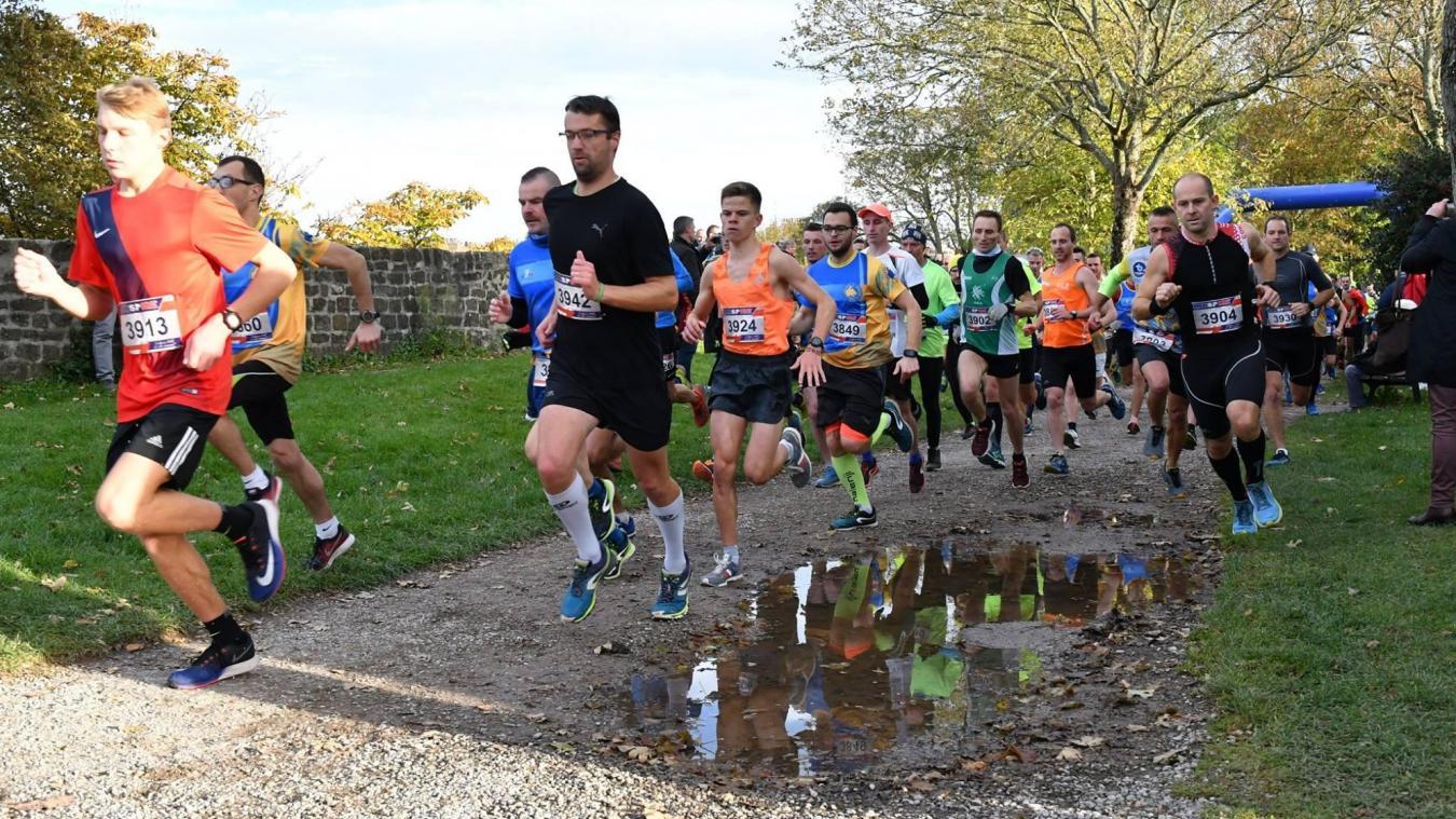 Chaque année, des coureurs des catégories minimes à masters s'élancent sur le parcours atypique du cross des remparts.