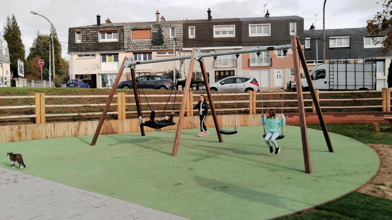 Les enfants peuvent profiter des jeux dans une aire sécurisée.