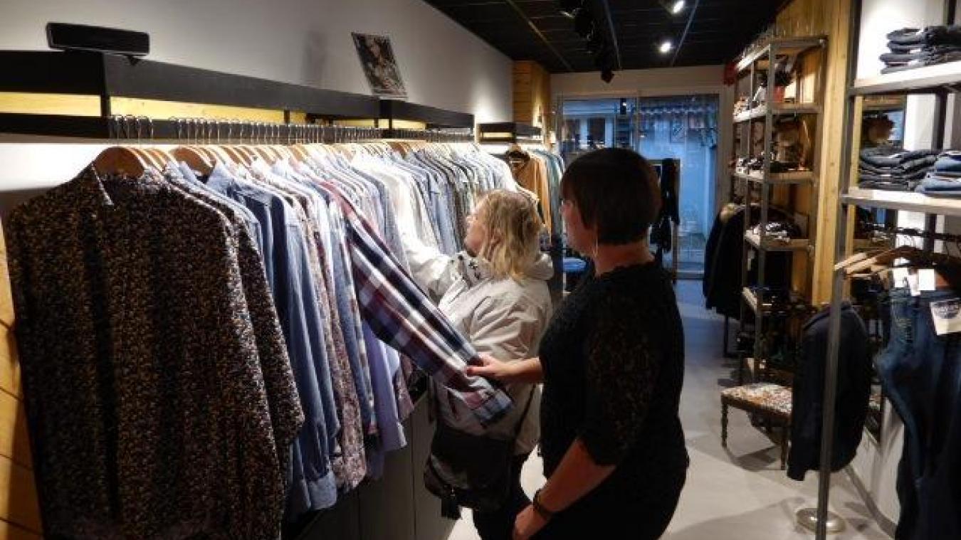 Au Petit Manhattan, situé rue Nationale, propose une large gamme de vêtements pour hommes.