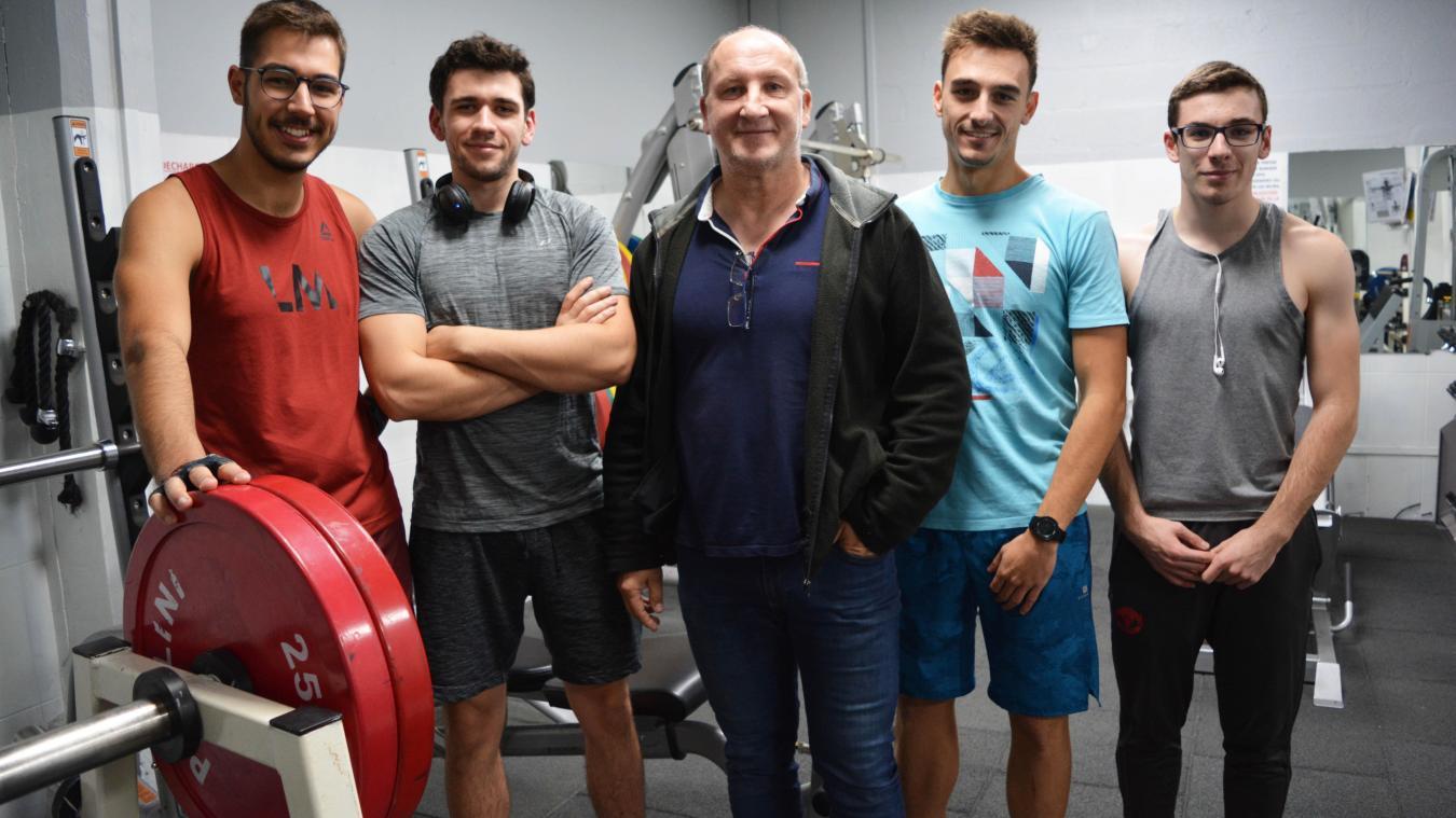 Richard Kostecki (au centre) en compagnie de jeunes adhérents de l'USM musculation.