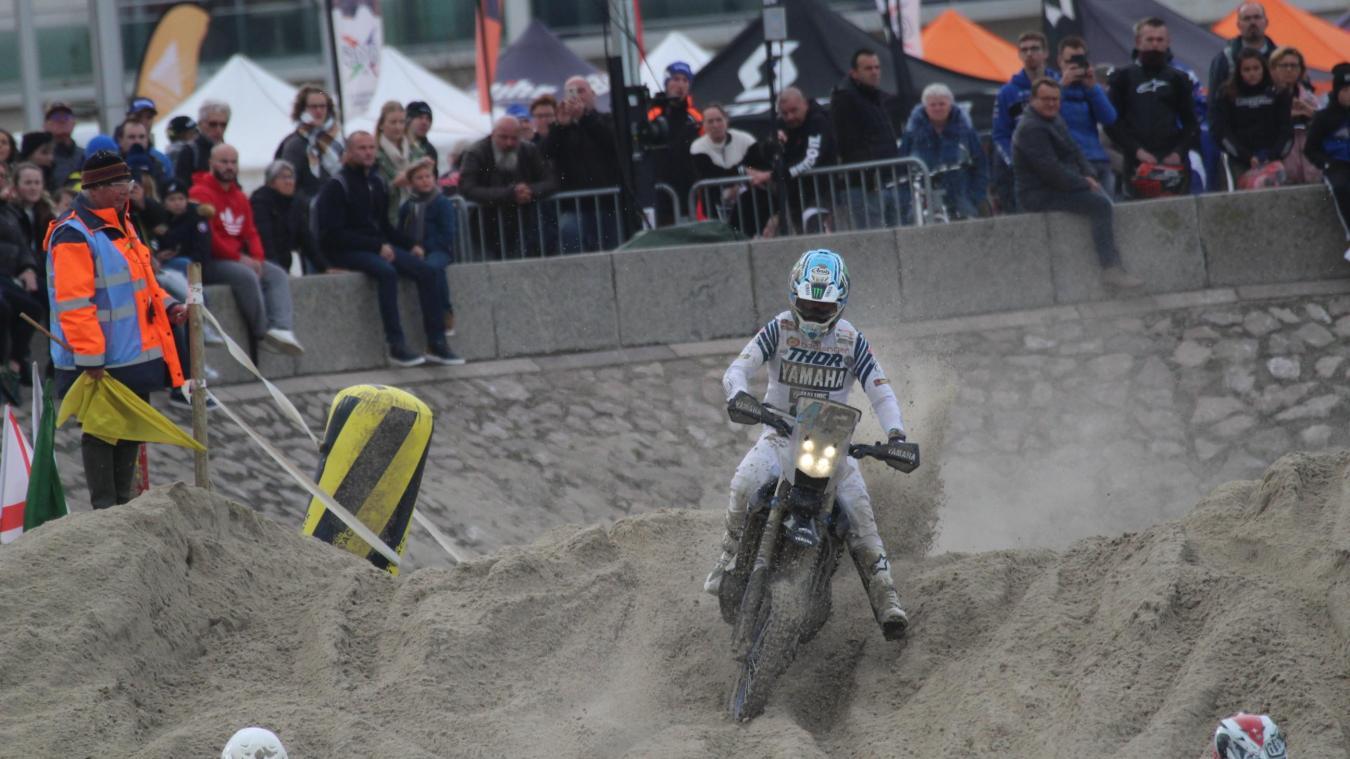 Adrien Van Beveren a fait le show avec sa moto Rallye sur le sable berckois.