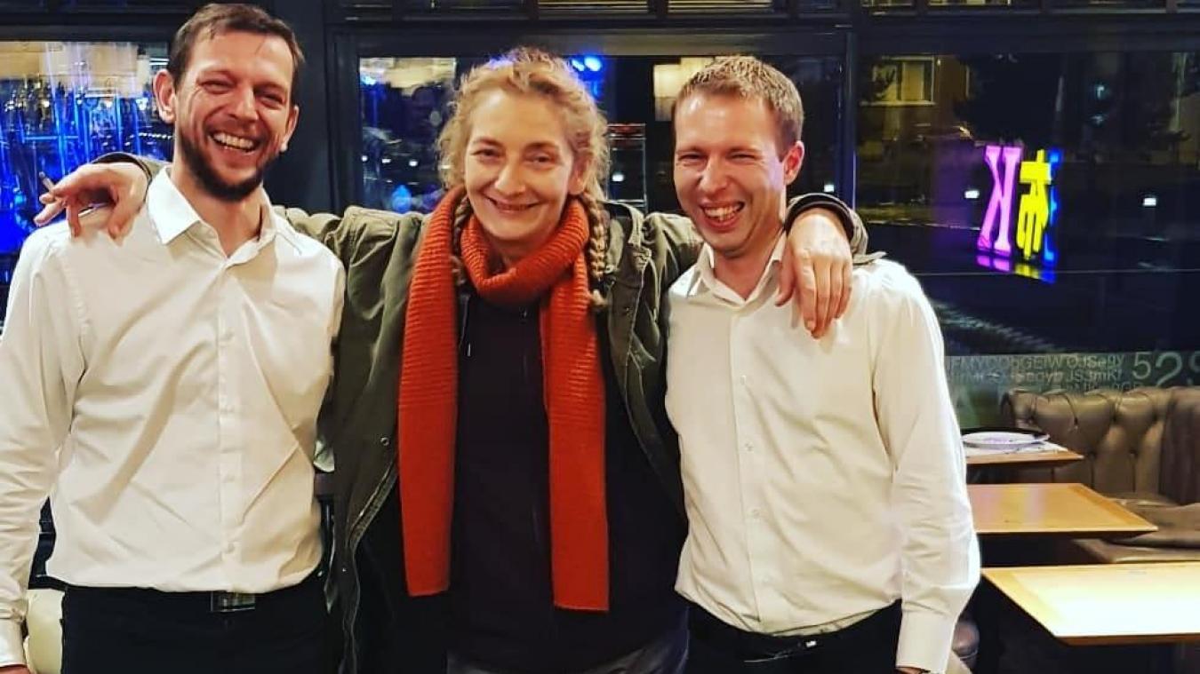 Christophe, à gauche, et Frédérick, à droite, ont posé avec l'actrice Corinne Masiero à l'issue du tournage.