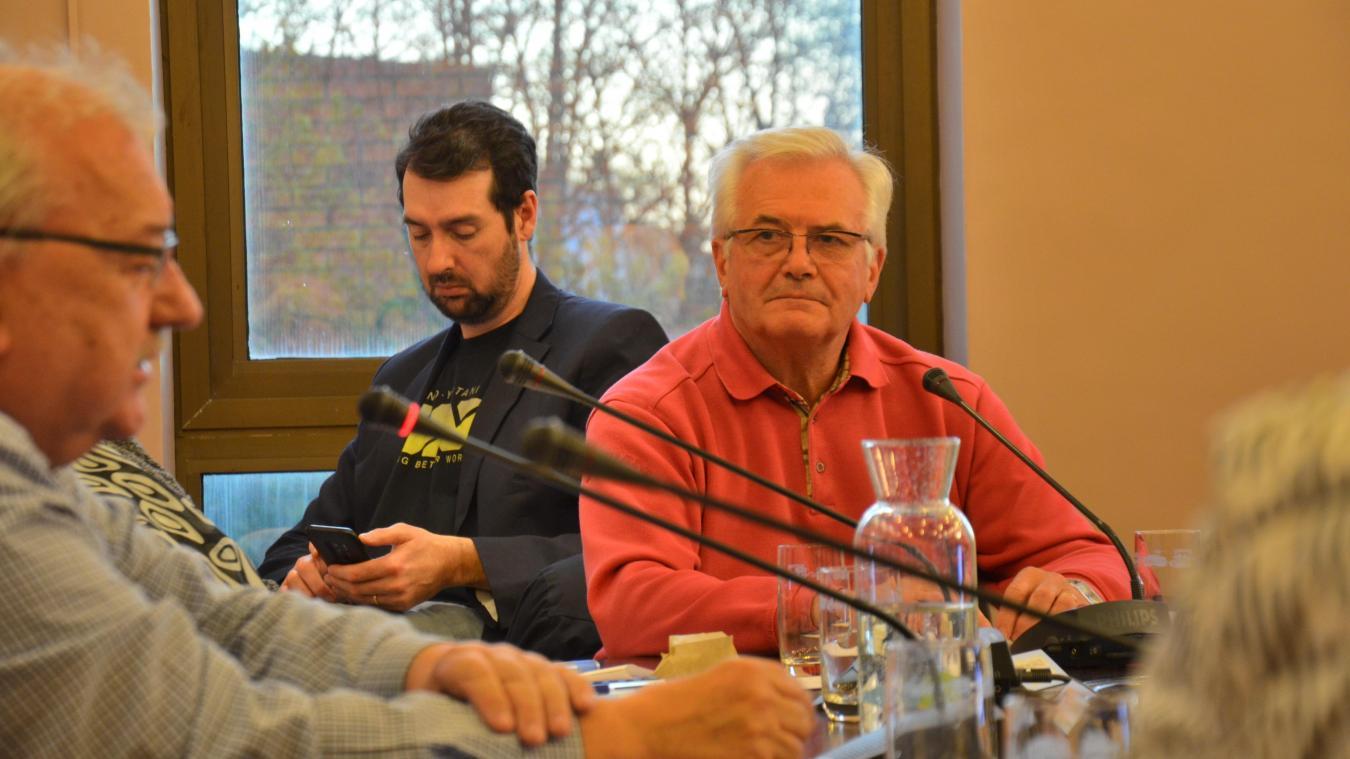 Patrice Berteloot, à droite, et Bernard Weisbecker, au premier plan, jugent que Leffrinckoucke donne trop, par rapport à certains, au SIDF.