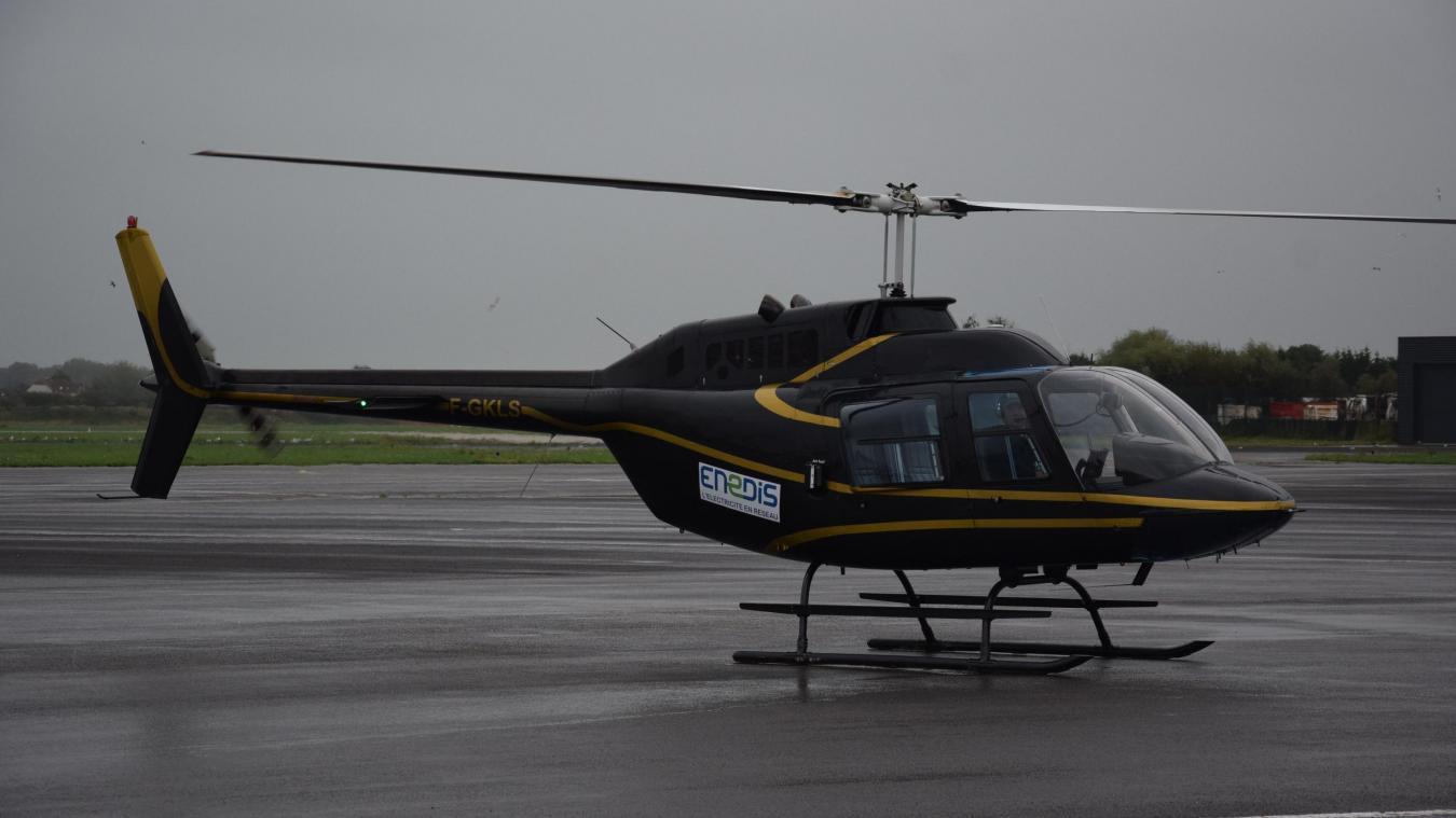 Page de gauche : mercredi 16 octobre, les services d'Enedis ont survolé une partie du Montreuillois. Ci-dessus  : l'hélicoptère d'Héliberté avant de décoller, sur le tarmac du Touquet. Ci-contre  : En plein contrôle, l'hélicoptère peut approcher les lignes à moins d'un mètre.