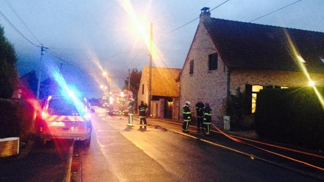 Un incendie s'est déclaré en fin de journée, rue Duriez à Merville, dans une maison abandonnée.
