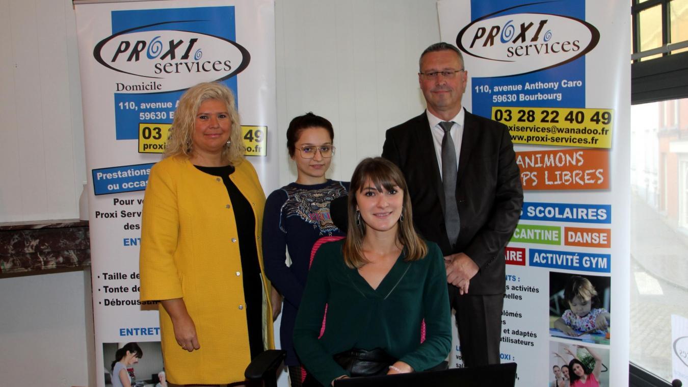 Ophélie Costalès (assise) est le visage casselois de Proxi Services.