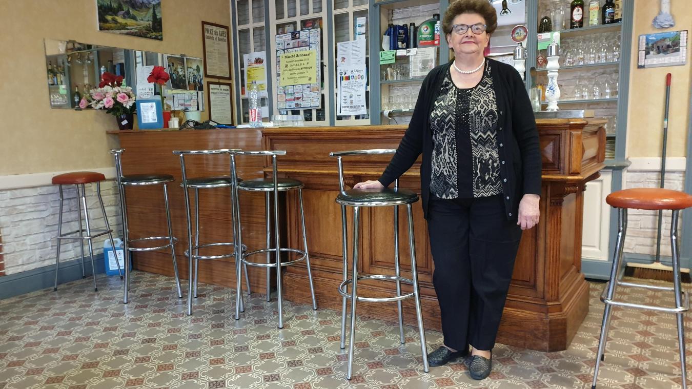 Marie-Thérèse office à Boiry-Saint-Martin depuis 1970. Son café est le dernier commerce du village. Qui prendra le relais ?