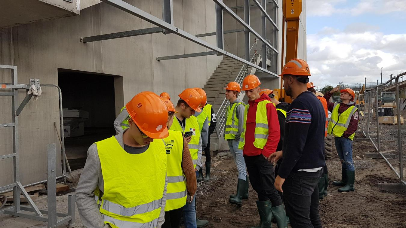 L'entreprise en charge de l'infrastructure a expliqué le projet aux terminales du lycée Malraux.