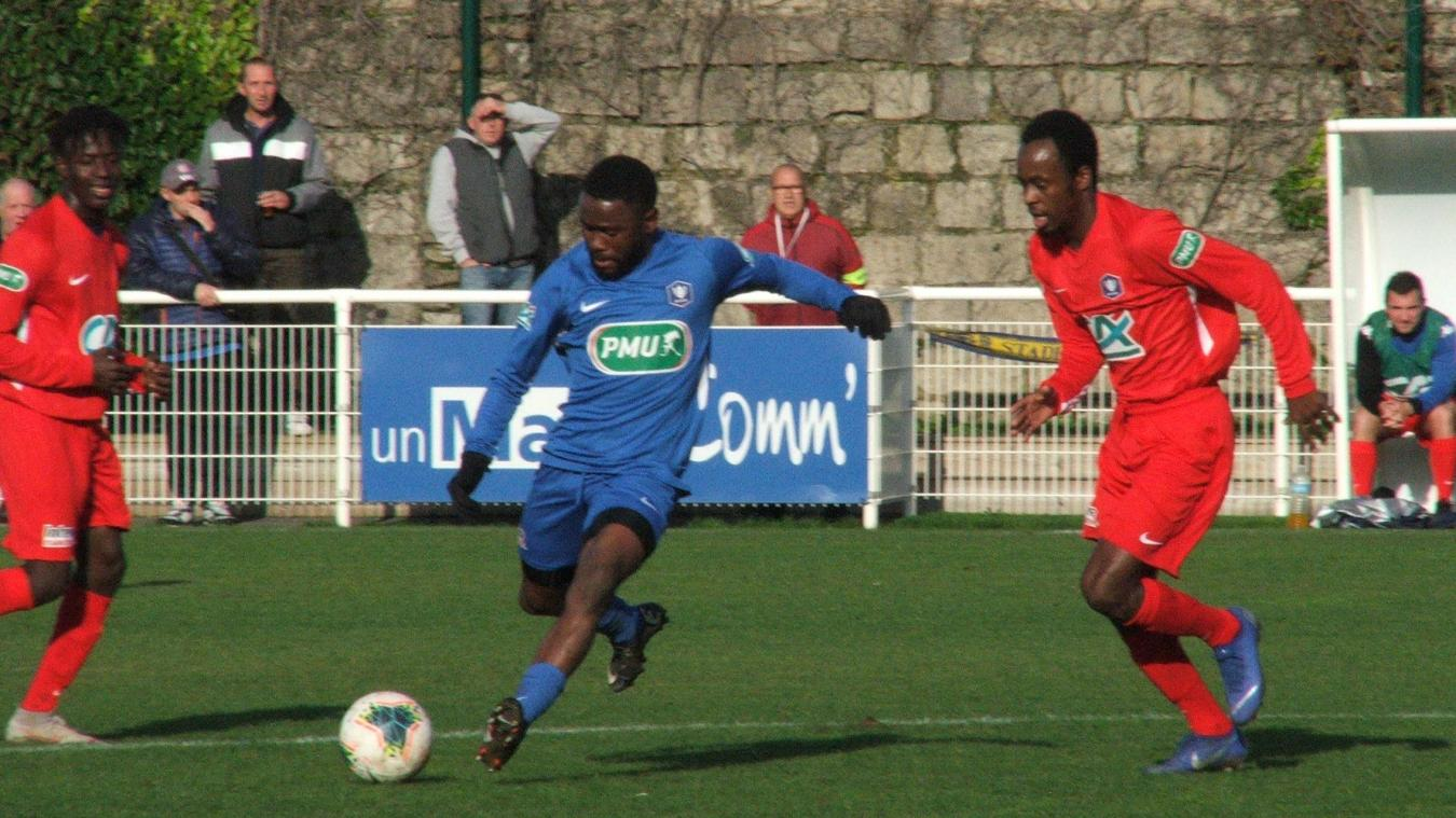 Les Stadistes portelois (en rouge) ont assuré l'essentiel face à une combative équipe compiégnoise.