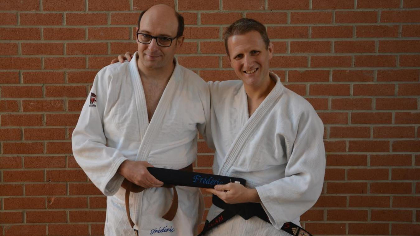 Frédéric Leduc, (à droite sur la photo) a reçu sa ceinture noire.