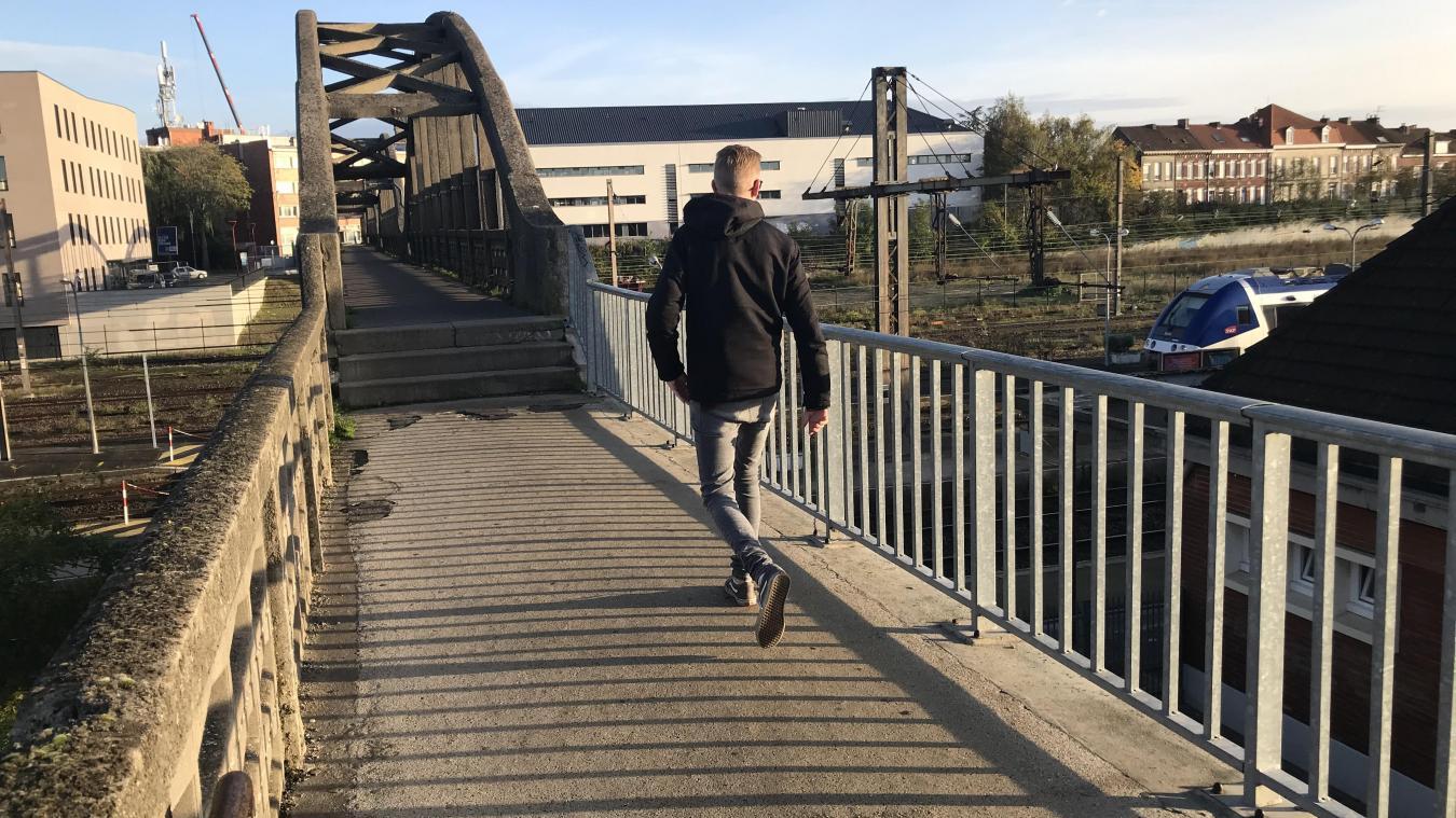 La passerelle Abbé-Lemire relie deux quartiers d'Hazebrouck. Pendant 18 mois, ses usagers en seront privés, le temps de sa reconstruction.