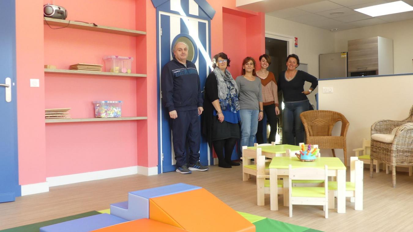 Les bénévoles et employés de l'association des P'tites pousses se rendent régulièrement à la crèche pour finaliser l'ouverture.