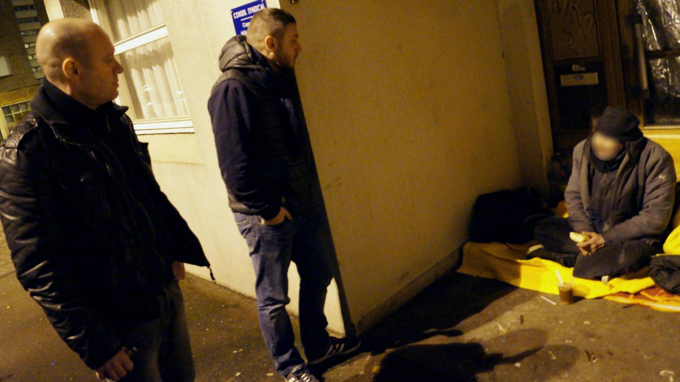 Le sans domicile fixe se réfugiait le soir, cours François-Bart, près de l'hôtel de ville.
