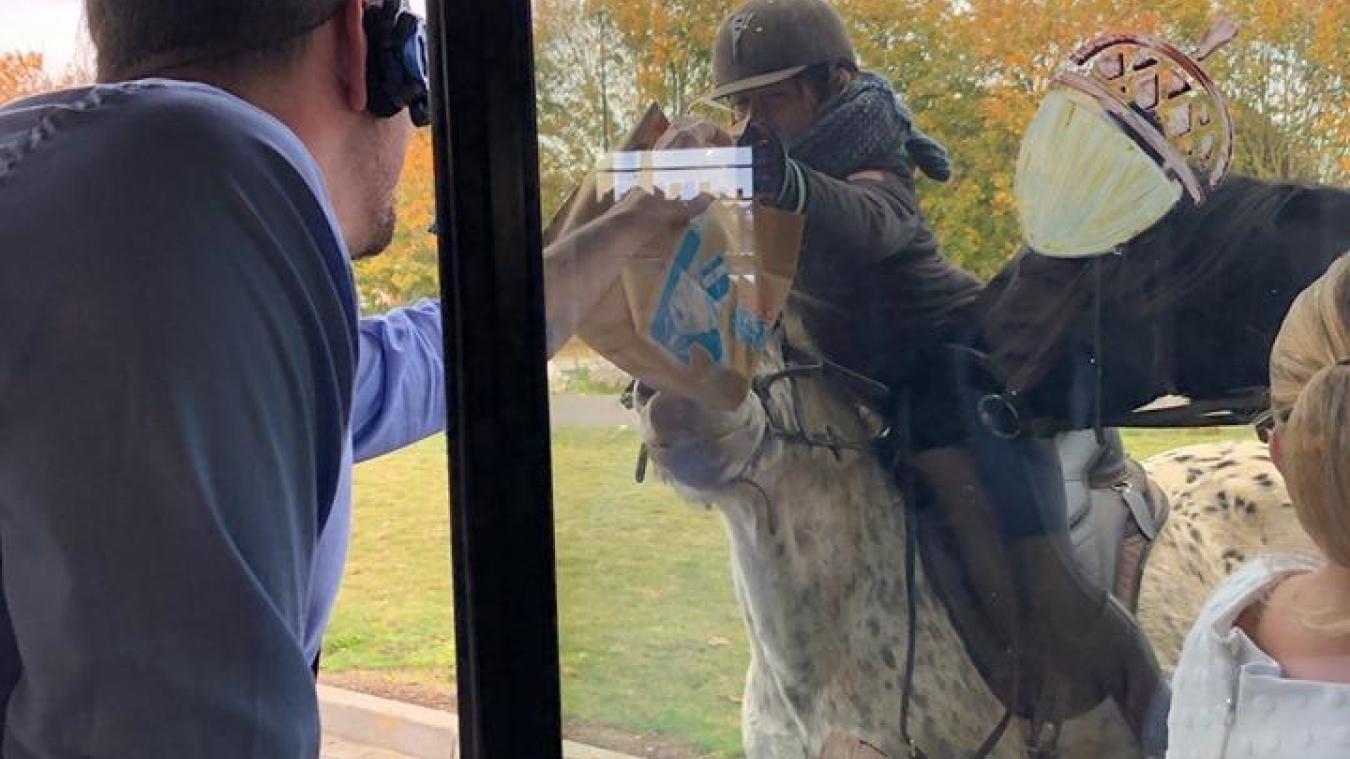 Au drive du Mc Donald's de Bapaume, elles sont venues à cheval