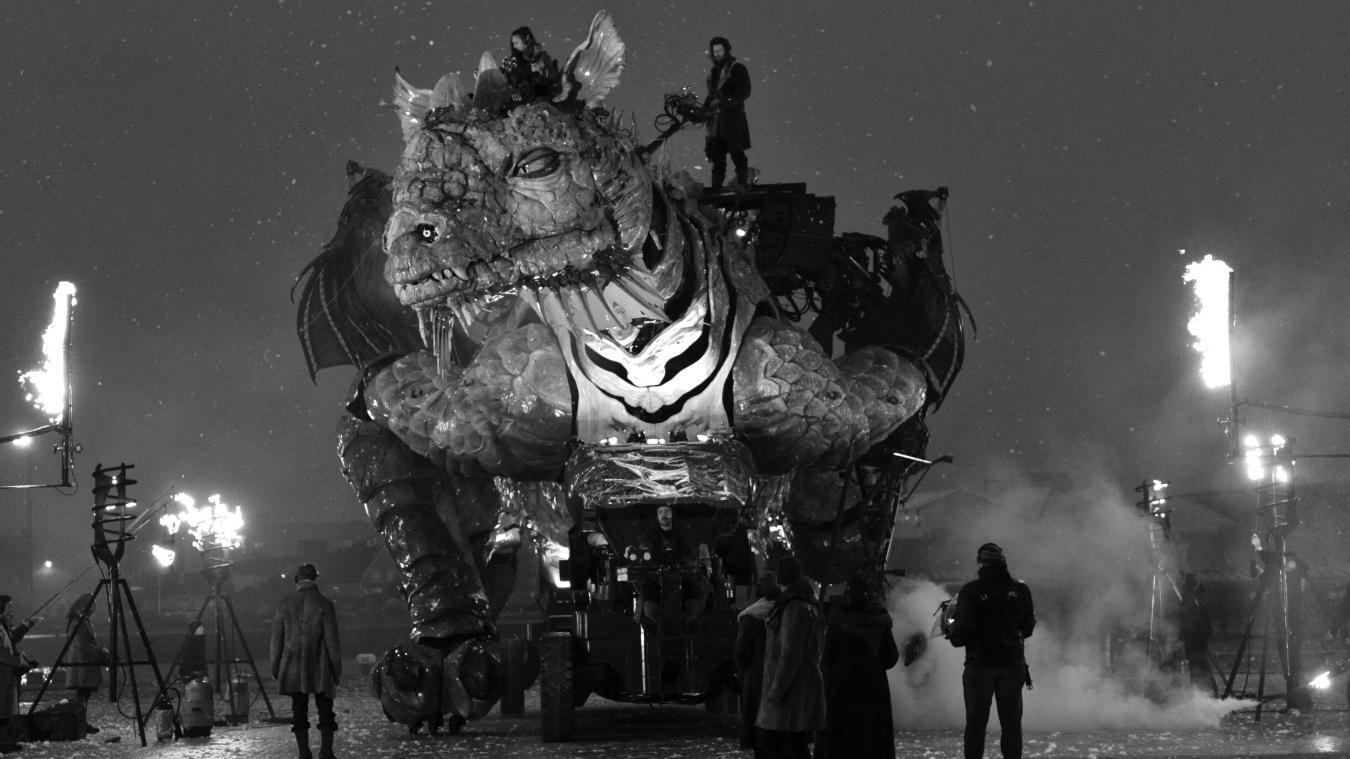 La fabrication du Dragon a coûté plus de 4,5 millions d'euros sur les 27,5 millions du projet global. À partir du 17 décembre, il transportera une cinquantaine de personnes sur le front de mer.