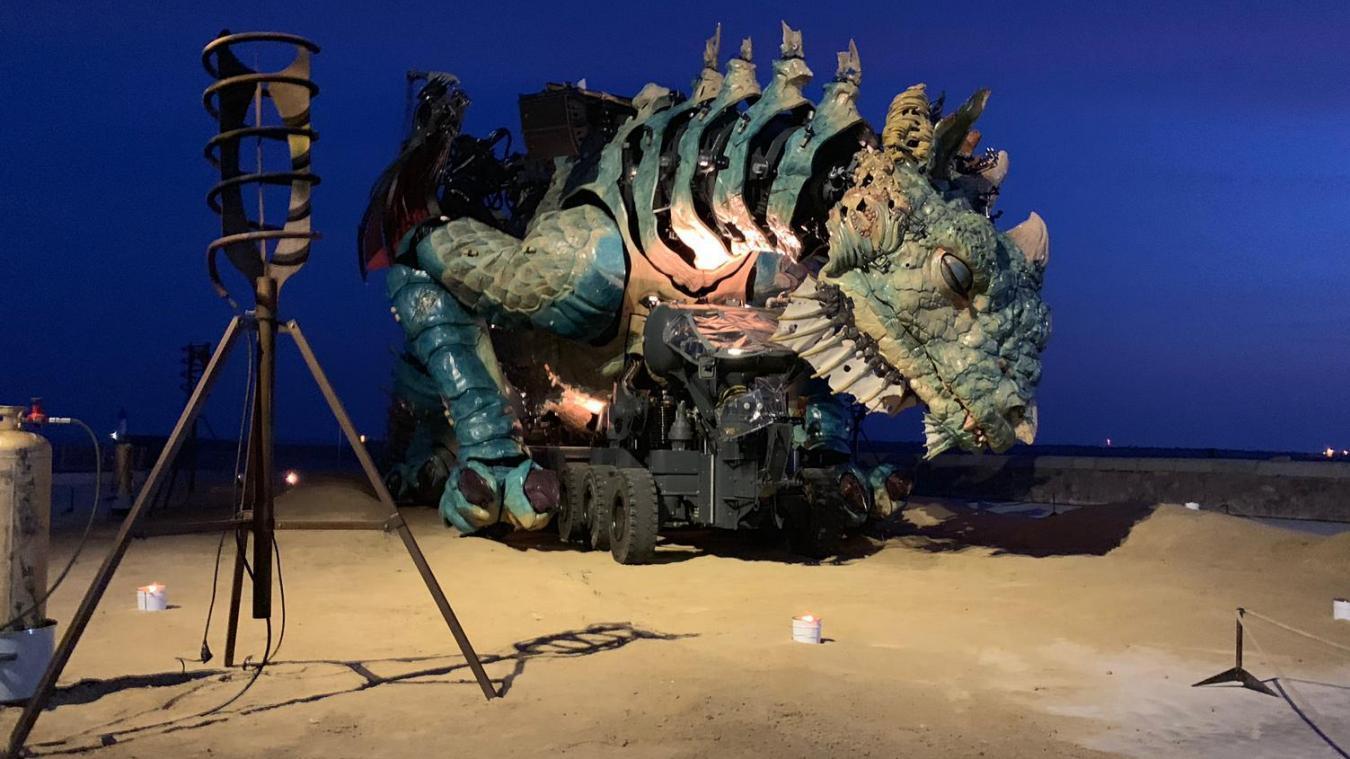 Ce jeudi matin, le Dragon s'est échoué sur la plage de Calais… (photos et vidéos)