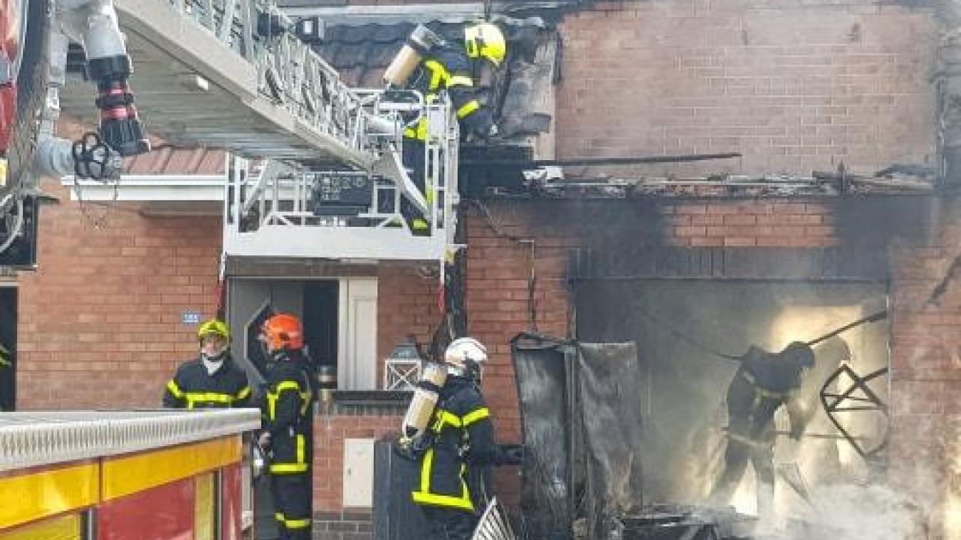 Beuvry: les sapeurs-pompiers interviennent pour un feu d'habitation (vidéo)