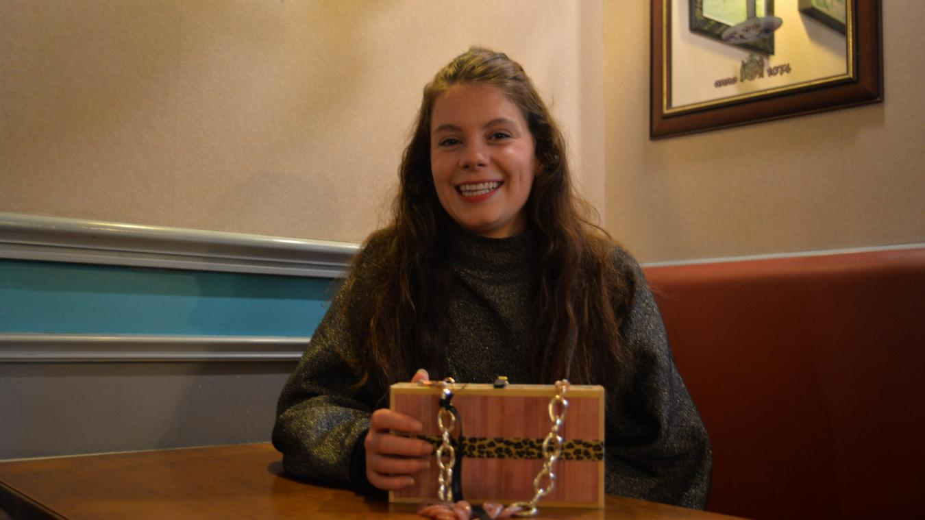 Lucie est passionnée de mode et s'est lancée naturellement dans la conception de sacs.