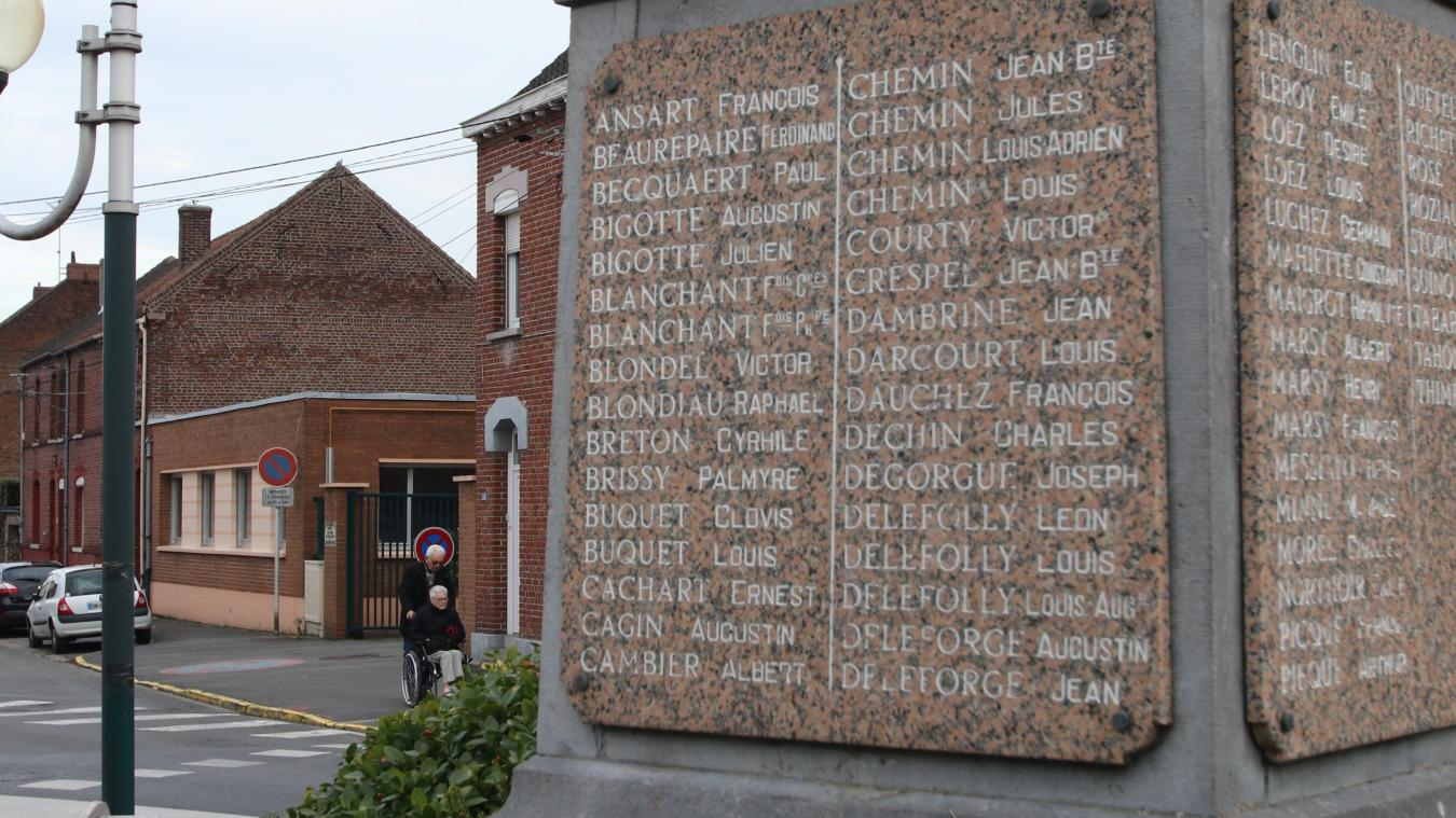 Sur le monument aux morts du centre, figure bien le nom de Victor Blondel, soldat tombé pour la France à Craonne.