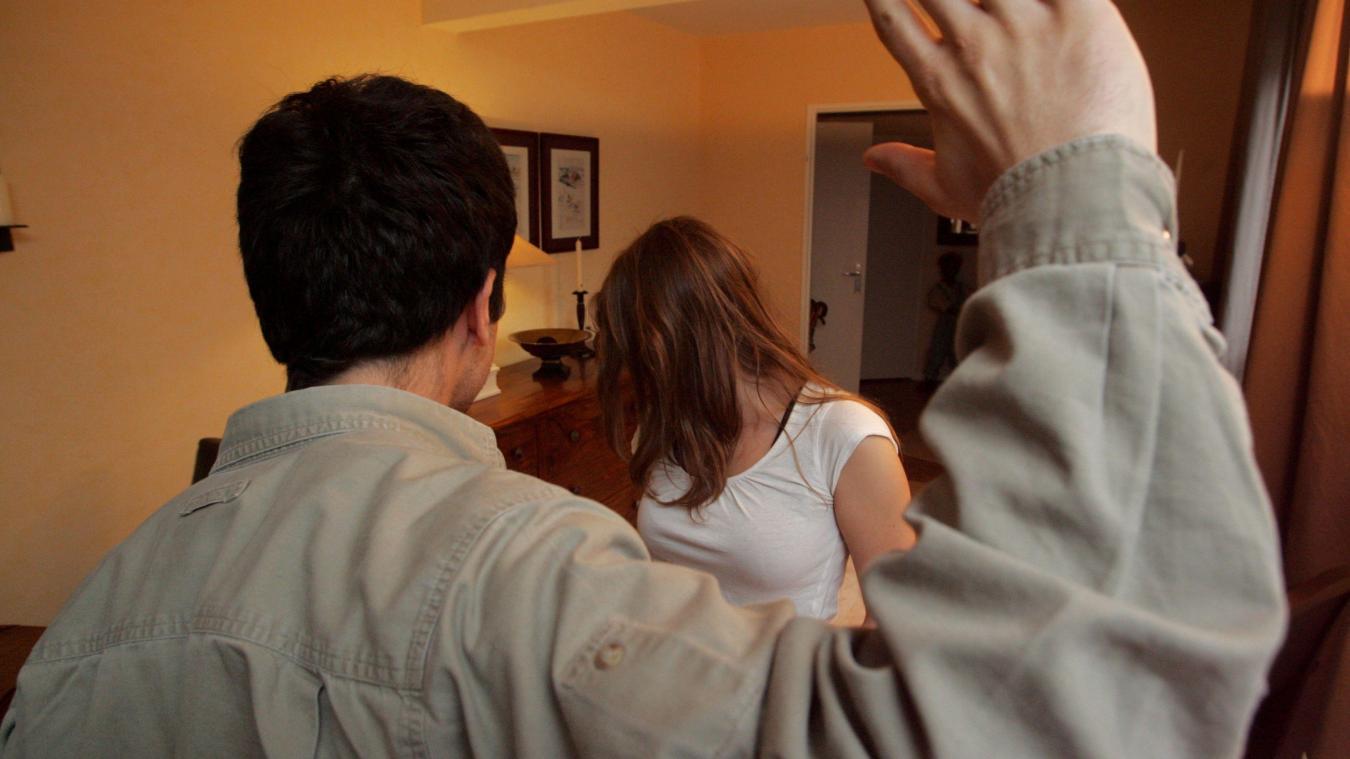 L'homme a violenté à plusieurs reprises son ex-compagne à son domicile.